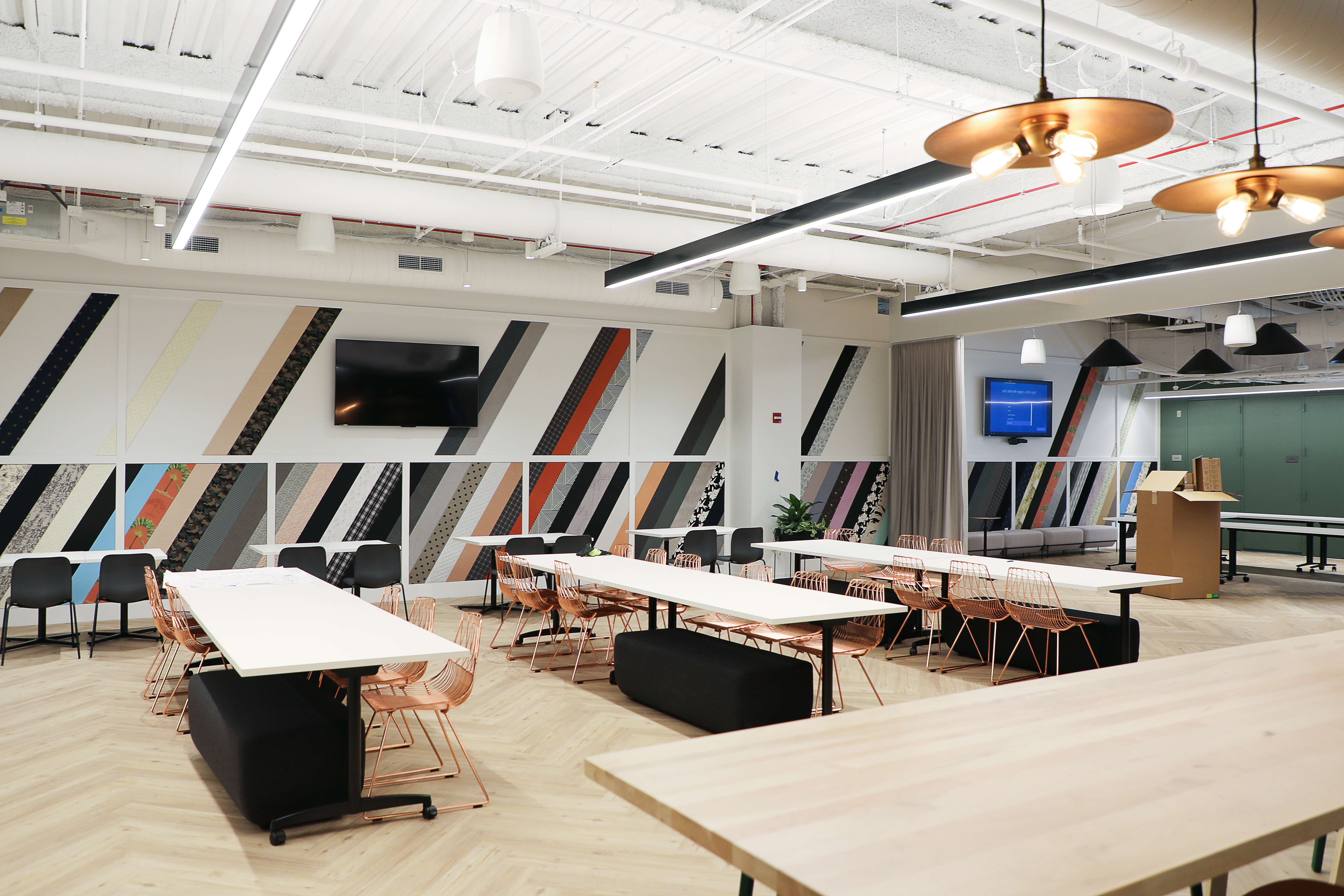 Skender Completes Office Headquarters for ShopRunner in Chicago